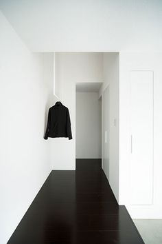 Black floors, white walls | Gable House2 | FORM / Kouichi Kimura Architects