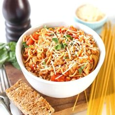 Instant Pot Spaghetti and Meat Sauce is a 20 minute pressure cooker meal that's easy, budget-friendly, and satisfies the whole family. Sugar Scrub Homemade, Sugar Scrub Recipe, Homemade Oatmeal, Easy Oatmeal Bars, Spaghetti Meat Sauce, Tasty Meatballs, Thing 1, Chex Mix, Pressure Cooker Recipes