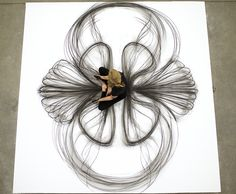 Heather Hansen - Drawing with her own body - charcoal