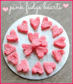 Valentine's Treats: Pink Fudge Hearts - Red Ted Art - Seriously cute and tasty looking Fudge Hearts. Great for a Princess Party of Valentine's Day - Valentines Day Treats, Valentines Day Decorations, Valentine Day Crafts, Be My Valentine, Holiday Treats, Kids Valentines, Delicious Fudge Recipe, Fudge Recipes, Tout Rose