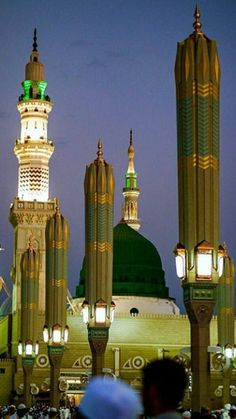 Madinah Almunawwarah Medina Islam, Medina Mosque, Masjid Haram, Al Masjid An Nabawi, Mecca Sharif, Mosque Architecture, Religious Photos, Beautiful Mosques, Islamic Art Calligraphy