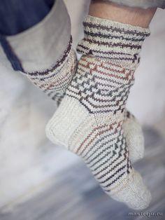 Novita wool socks, Mens fishbone socks made with Novita 7 Brothers yarn - Super knitting Knitting Socks, Hand Knitting, Fishnet Socks, Wool Socks, Men's Socks, Lace Patterns, Sock Shoes, Leg Warmers, Mittens