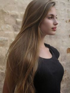 Mousy brown hair with highlights