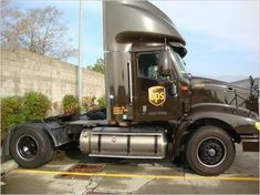Ups Airlines, Truck Transport, Ups Shipping, Vintage Trucks, Rigs, Scale Models, Transportation, Train, Buses