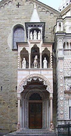 Basilica di Santa Maria Maggiore (Bergamo) - Porta dei Leoni rossi.