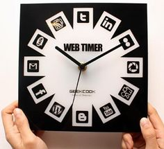 Social Media Clock by Geek Cook