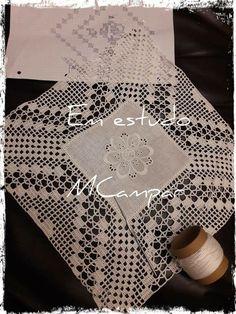 Quadrado da avó Crochet Bedspread, Crochet Tablecloth, Crochet Doilies, Crochet Blocks, Crochet Borders, Crochet Home, Chrochet, Diy And Crafts, Floral