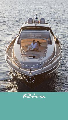#Riva #Yacht Doet me toch denken aan het retro model van weleer ... van teak hout ..