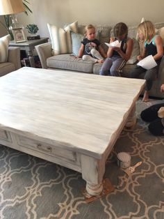 Chalk paint rocks it out again coffee table update – Hazir Site Coffee Table Grey, Painted Coffee Tables, Painting Wooden Furniture, Painted Bedroom Furniture, Furniture Makeover, Home Furniture, Antique Furniture, Restoring Furniture, Modern Rustic Furniture