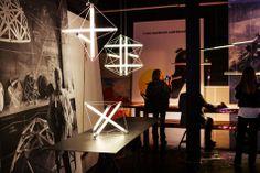 Ingo Maurer, idee a forma di luceIngo Maurer allo Spazio Krizia espone la nuova collezione: LED, oro, multifunzionalità, gioco, installazioni d'effetto, rivisitazioni e preziose edizioni limitate