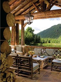 Highly inviting timber frame house in the beautiful Rocky Mountains Stunning timber frame mountain retreat in Aspen, Colorado Colorado Mountain Homes, Mountain Cabins, Design Rustique, Timber Frame Homes, Timber Frames, Log Cabin Homes, Log Cabins, Cabins And Cottages, Tiny Cottages