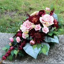 Grave Flowers, Cemetery Flowers, Christmas Floral Arrangements, New Years Decorations, Florists, Ikebana, Funeral, Floral Wreath, Wreaths