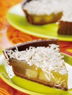 Potete preparare la Crostata tropicale ananas e cocco anche con la pasta frolla fatta in casa: sul sito troverete la ricetta base.