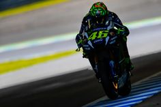 Rossi Belum Temukan Settingan Pas Di GP Jepang. Valentino Rossi hari ini mampu menyelesaikan sesi latihan bebas pertama tanpa hambatan