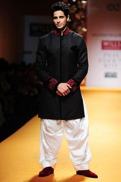 Smashing Sidharth Malhotra walk the ramp for designer Manish Malhotra on Day 3 of the Wills Lifestyle India Fashion Week (WIFW) held in Delhi.most wearable outfie on occasions Mens Indian Wear, Indian Groom Wear, Indian Wedding Wear, Indian Men Fashion, Men's Fashion, Indian Weddings, Kurta Men, Achkan, Wills Lifestyle