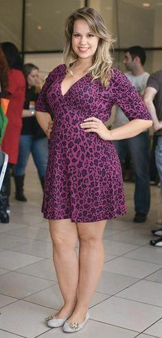 Truque de efeito. Convidadas e modelos do Fashion Weekend Plus Size mostram looks com muito bom gosto.  ----------------------------------------- http://www.vestidosonline.com.br/modelos-de-vestidos/vestidos-gordinhas