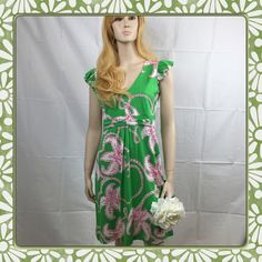 "Gently Worn Lily Pulitzer Green Floral Dress MED VERY GOOD CONDITION, This is for a ruffle sleeve green Lily Pulitzer dress with white and pink hibiscus floral print. There is a SMALL dark stain on the upper left side of chest. Please look at photo. It's very hard to see but with my photographer critical eye, I saw it. This stain doesn't take away from the dress. It's a very feminine beautiful dress with ruffle short sleeves and empire waist. Measurements: 34"" Chest 30"" Waist 37"" Length…"