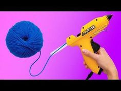 26 CRAFTING LIFE HACKS The yarn is an amazing material you can use for craft projects! There are a lot of décor items you can ma. Easy Yarn Crafts, Diy Home Crafts, Crafts For Kids, Arts And Crafts, Simple Crafts, Diy Para A Casa, Life Hacks Youtube, Glue Gun Crafts, How To Make A Pom Pom