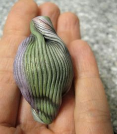 Artybecca - Ribbed bead with twisted end tute.  #Polymer #Clay #Tutorials