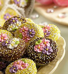 Inspired Entertaining on Mother's Day Chocolate Shop, Belgian Chocolate, Chocolate Covered Oreos, How To Make Chocolate, Chocolate Oreo, Chocolate Making, Oreo Pops, Macarons, Royal Tea Parties