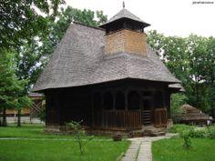 Biserică din satul Răpciuni, judeţul Neamţ a fost adusă în muzeu în anul 1958, cand localitatea Răpciuni a fost strămutată ca urmare a amenajării lacului de acumulare Bicaz. Biserica a fost construită în anul 1773, în vremea voievodului Grigore Ghica, dată crestată în lemn cu caractere chirilice pe ancadramentul uşii. Gazebo, Outdoor Structures, Cabin, House Styles, Home Decor, Kiosk, Decoration Home, Room Decor, Pavilion