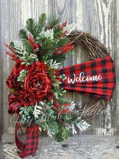 15 DIY Christmas Wreaths From Unexpected Materials Christmas holidays often come with joy and happiness. This can be emphasized with a bunch of DIY Christmas wreaths to make the holiday compl Decoration Christmas, Christmas Wreaths To Make, Plaid Christmas, Holiday Wreaths, Christmas Projects, Xmas Decorations, Christmas Holidays, Holiday Decor, Christmas Ideas