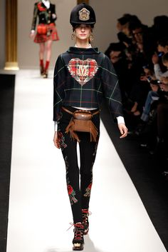 Moschino Fall 2013 Ready-to-Wear Fashion Show - Manon Leloup