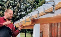 Installation of box roof gutter on veranda roof Pergola With Roof, Patio Roof, Gazebo, Diy Roofing, Corrugated Roofing, Backyard Office, Backyard Patio, How To Install Gutters, Diy Terrasse