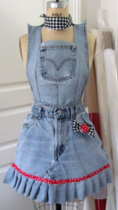 Sewing Tutorials Tutorial de costura azul delantal de Jean por Lorster en Etsy - Learn how to make a Blue Jean Apron using worn out jeans. Jean Crafts, Denim Crafts, How To Make Aprons, Artisanats Denim, Denim Skirts, Denim Purse, Jean Apron, Sewing Tutorials, Sewing Projects