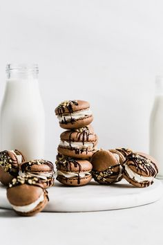 Hot Fudge Sundae Macarons - Browned Butter Blondie Buttercream Filling, Vanilla Buttercream, Cake Pops, Macarons, Easy Desserts, Dessert Recipes, French Macaron, Macaroon Recipes, Thing 1