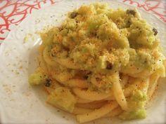 """La pasta con il cavolfiore in Sicilia viene chiamata """"pasta k''i vruocculi arriminati"""" ed è un''altra di quelle ricette che merita un posto di tutto rispetto nell''ambito della cucina siciliana."""