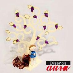 Hermoso árbol con niño en pasta francesa, ideal para una primera comunión a $317 m.n.  encuéntralo en nuestra tienda en línea http://disenosaura.com/?product=arbol-primera-comunion-nino