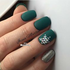 Ready to decorate your nails for the Christmas Holiday? Christmas Nail Art Designs Right Here! Xmas party ideas for your nails. Be the talk of the Holiday party with your holiday nail designs. Matte Green Nails, Green Nail Art, Dark Nails, Matte Nails, Acrylic Nails, Dark Color Nails, Acrylic Colors, Cute Shellac Nails, Nail Art Galleries
