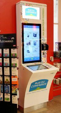 Le multispécialiste a annoncé l'installation de bornes digitales dans six gares parisiennes. Présentant un condensé de l'offre de Rue du Commerce, elles permettent aux voyageurs d'acheter un produit en moins de cinq minutes.