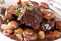 Beef Bourguignon Recipe from Mamma's Recipes Crock Pot Recipes, Crock Pot Food, Crockpot Dishes, Crock Pot Slow Cooker, Beef Dishes, Meat Recipes, Slow Cooker Recipes, Food Dishes, Cooking Recipes