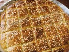 Ωραία είναι τα σχέδια στα τυροπιτάκια αλλά σαν αυτή την ευκολία δεν υπάρχει!!!!!!!! Λίγο ζυμαράκι κάτω ,γέμιση και πάλι ζυμαρά... Pita Recipes, Greek Recipes, Cooking Recipes, Savory Snacks, Easy Snacks, Easy Meals, Cypriot Food, Macedonian Food, Greek Cooking