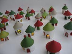 Petite maison : Tubes de papier wc/essuie-tout coupé, papier canson de couleurs & bougies LED (gifi?)