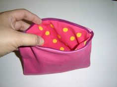 DIY Lined Zipper Purse -- tutorial simple enough for the non-sewer to follow... good practice for me, especially since i've never sewn a zipper before.