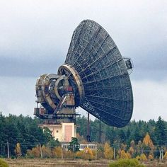 These Giant Radio Telescopes Tune in to the Stars Sistema Solar, Radios, Radio Astronomy, Space Tourism, Satellite Dish, Industrial Architecture, Urban Industrial, Science And Nature, Nebulas