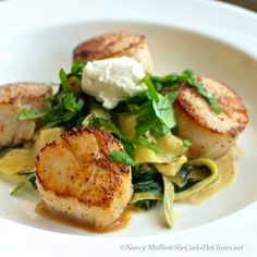 Seared Sea Scallops over Zucchini Ribbons with Goat Cheese - used herbed goat cheese, sweet onion (duh), veggie stock, and lime (instead of lemon.) -- used frozen scallops and it was great! Fish Recipes, Seafood Recipes, Paleo Recipes, Dinner Recipes, Cooking Recipes, Dinner Ideas, Meal Ideas, Zoodle Recipes, Gourmet