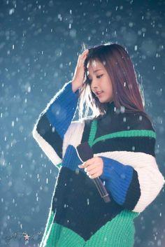 wow twice can look pretty anywhere even under the rain . Girls Dp, Kpop Girls, Cute Girls, Pretty Girls, South Korean Girls, Korean Girl Groups, Twice Tzuyu, Sana Momo, Chou Tzu Yu