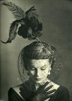 vivienleighseyebrow: A rare picture of Vivien Leigh.