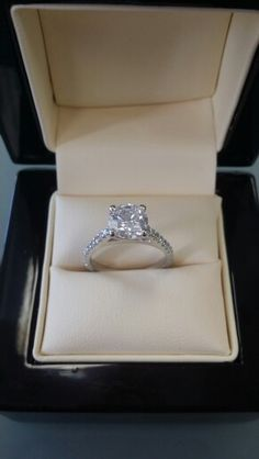 Solitaire ring Flaunt that rock