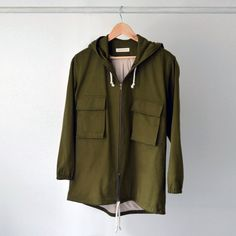 Hodeed anorak jacket in an oversized boyfriend fit. In soft but durable cotton with a zip-up front, oversized flap pouch pockets at the sides. Equipped with an internal drawstring for an adjustable fit. Made from green cotton fabric and fully lined with soft sweatshirt material on the inside.  *Lead-time is 2 weeks, excluding shipping time.  ▶Color: Green  ▶Material: 100% cotton  ▶Sizing: S/M, L/XL  SIZE S/M bust: fits up 98 cm / 39 in sleeve: 60 cm / 23,6 in length:...