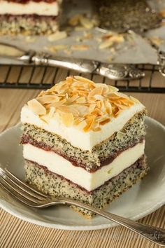 Poppy cake with cottage cheese Sweet Desserts, Sweet Recipes, Delicious Desserts, Polish Desserts, Polish Recipes, Baking Recipes, Cake Recipes, Dessert Recipes, Vegan Junk Food