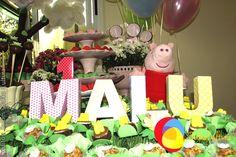 Decoração Peppa com balões duplos. Créditos:  Balão Cultura www.boxbalao.com Peppa Pig, Advent Calendar, Pastel, Holiday Decor, Home Decor, Ideas Para Fiestas, Colors, Culture, Homemade Home Decor
