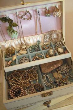 old vintage jewelry box...i actually have one of these!!! It belonged to my grandmother
