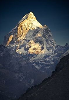 Mount Everest - China - Nepal - Asia - Mount Everest is the Earth's highest mountain, ft) above sea level. The international border between China and Nepal runs across the precise summit point. Monte Everest, Nepal, Beautiful World, Beautiful Places, Beautiful Boys, Amazing Places, Beautiful People, Places To Travel, Places To Visit