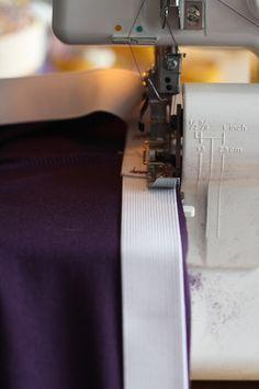 breed elastiek in 24 mm Serger Sewing, Sewing Pants, Sewing Tutorials, Sewing Projects, Sewing Tips, Sewing Ideas, Overlock Machine, Sewing Patterns For Kids, Love Sewing