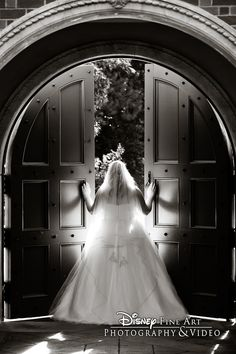 We're in love with this breathtaking photo of one Disney bride #Disney #wedding #photography